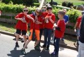 Upcycling: Alte Shirts an neuen Schülern